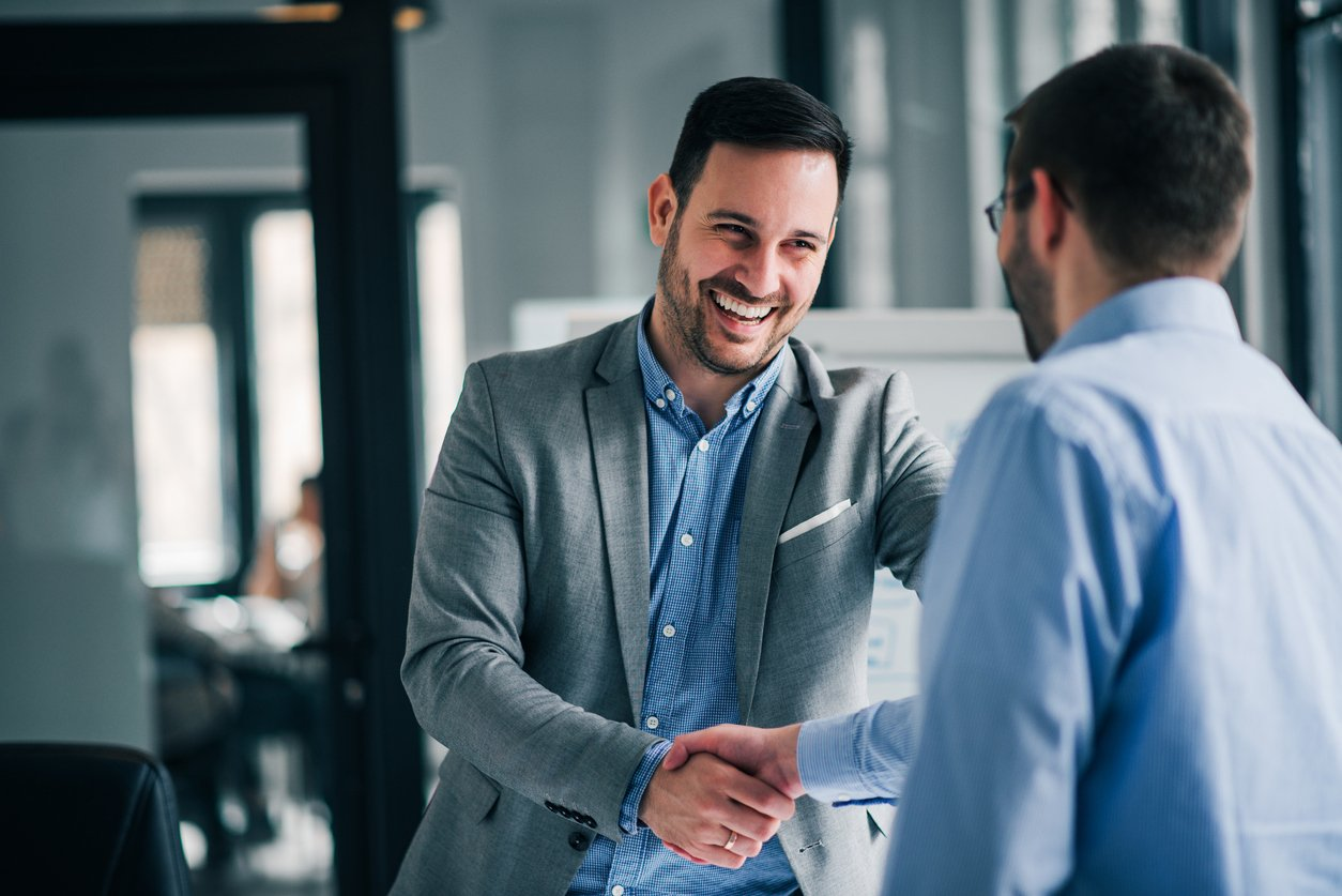 business etiquette means shaking hands to introduce yourself